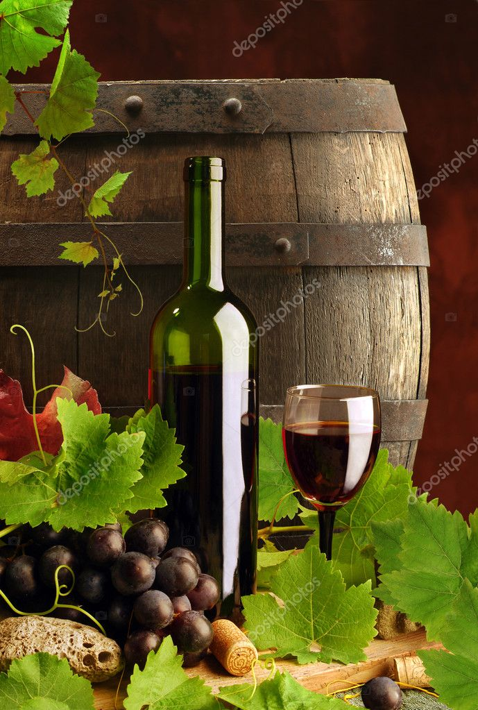 Composition of red wine with grapes, grapevine and old cask  Stock fotografie #2224375