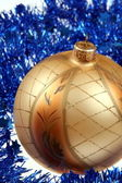 Golden bauble — Stockfoto