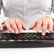 Typing in the computer keyboard — Stock Photo
