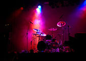 Drum set op het podium — Stockfoto