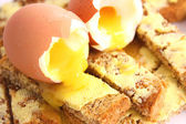 Boiled egg on toast — 图库照片