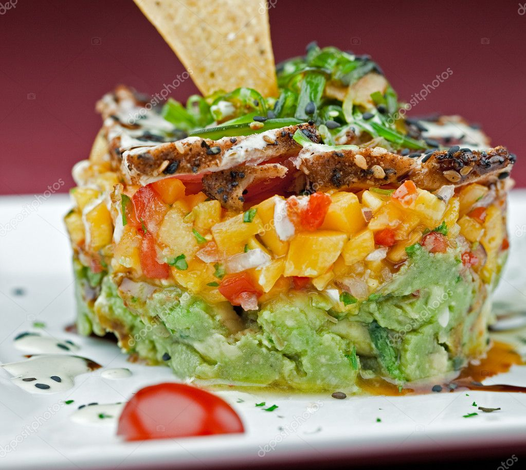 Gourmet Tuna, Guacamole and Mango Salsa Salad — Stock Photo #2262455