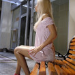 Beautiful blonde woman on bench - 图库照片