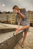 Mujer hermosa ciudad en la calle — Foto de Stock