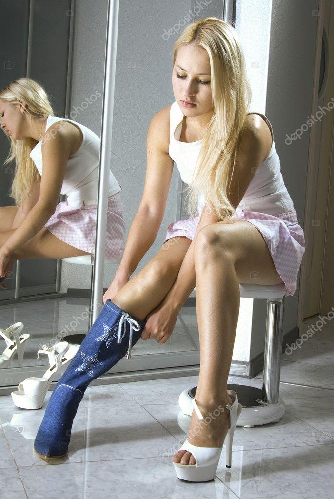 Скачать фото девушки в белых сапогах смотреть онлайн фотоография
