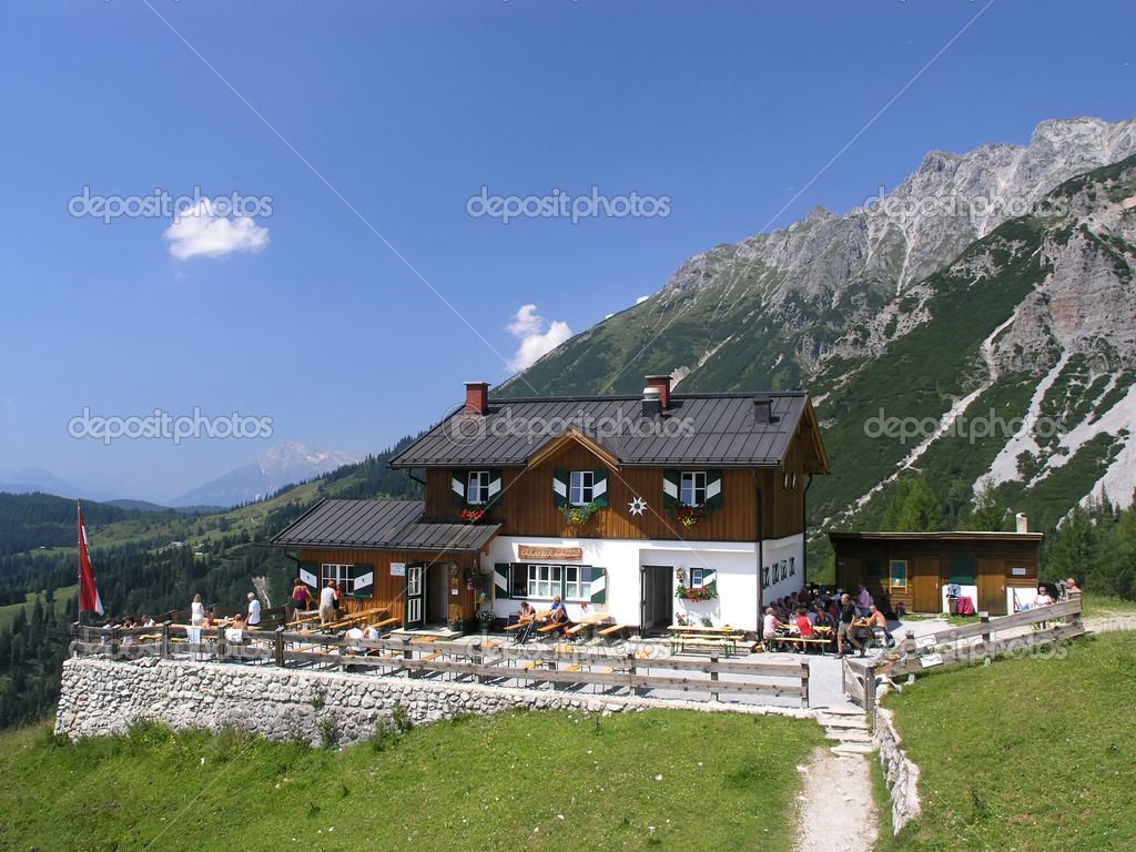 Mountain chalet in beautiful weather — Stock Photo #2295038