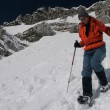 Snowshoe descent — Stock Photo