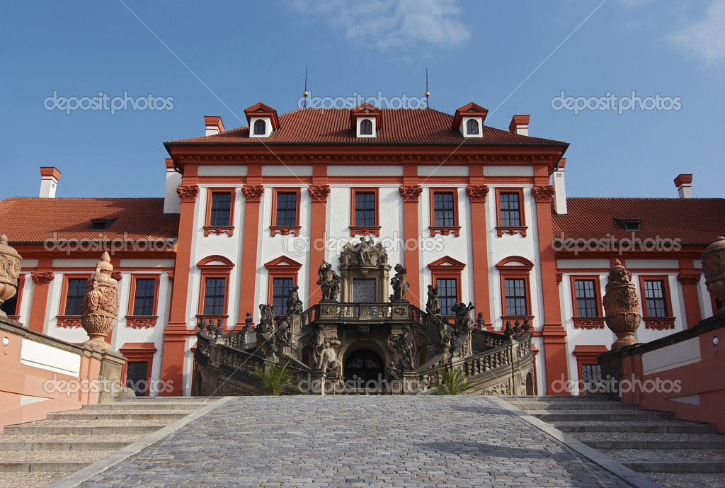 Shot of a chateau Troja. Baroque style.Built 1679 - 1685. Prague, Czech republic — Stock Photo #2259085