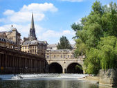 Pulteney bridge and weir — Stock Photo