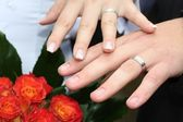 Rings on young marrieds hands — Stock Photo