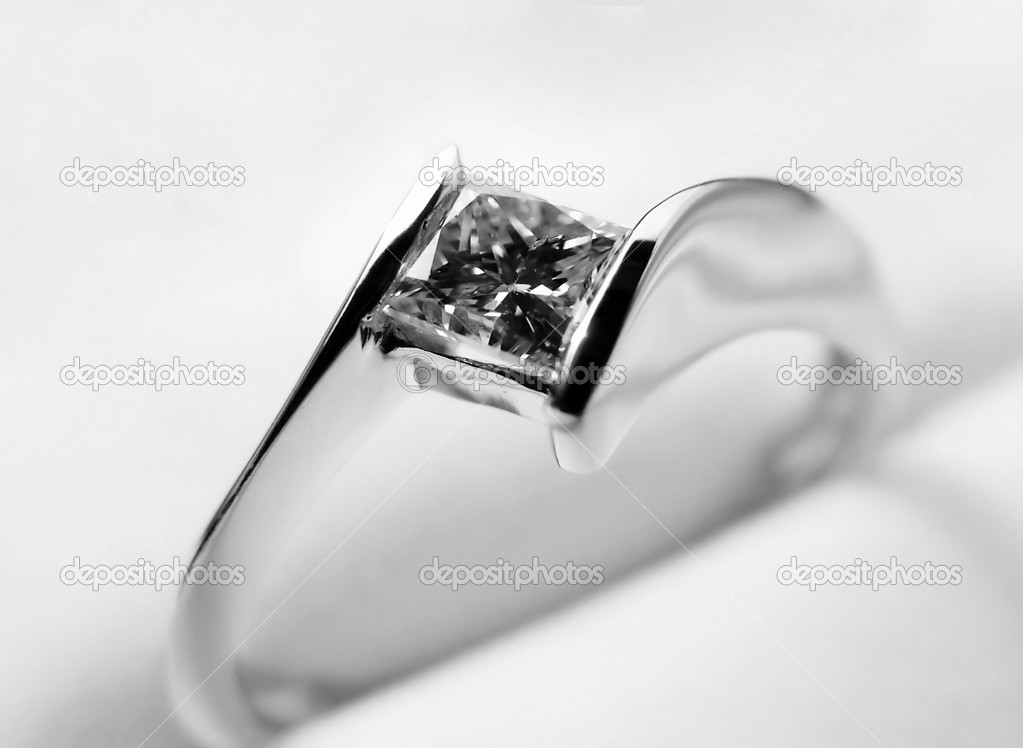 Engagement ring - white gold and diamond — Stockfoto #2288318