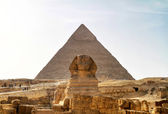 Sphinx and Chefren pyramid — 图库照片
