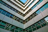 Canto do edifício de escritório — Fotografia Stock