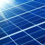 painel solar com raios de sol — Foto Stock