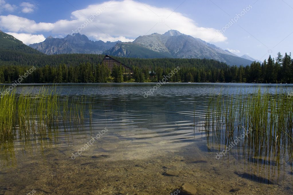 Mountain lake in National Park High Tatra, Slovakia — Stock Photo #2391834