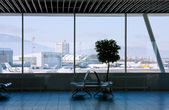 Airport terminal waiting area — Stock Photo