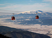 Cable car ski lift over mountain — Stock Photo
