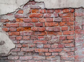 Old damaged brick wall — Stockfoto