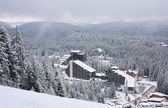 Hotelcomplex over ski resort Bulgarije — Stockfoto