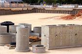 Dans la fosse de construction préfabriquées en béton — Photo