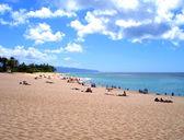 Tourists on a North Shore Beach, Hawaii — Stock Photo