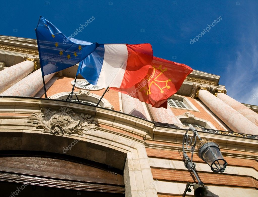 Flags at the facade of the city Hall of Toulouse on the Capitol square — Stock Photo #2465745