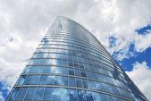 Immeuble de grande hauteur prise par en dessous — Photo