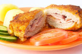 Cordon bleu with potatoes — 图库照片