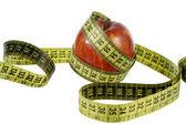Mela rossa con nastro di misurazione — Foto Stock
