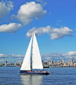 Sailboat and Seattle Space Needle — Stock Photo