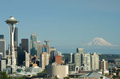 Seattle Space Needle Mt. Rainier — Stock Photo
