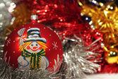 Christmas ball med ritning av snögubbe — Stockfoto