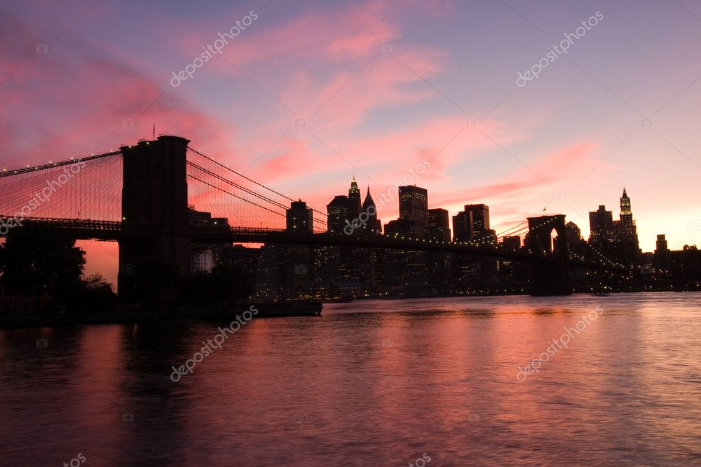Brooklyn Bridge and Manhattan at sunset, New York — Stock Photo #2543804