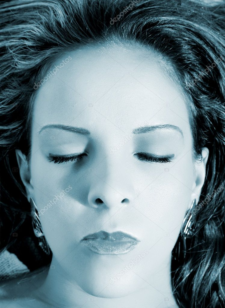 Face of Woman with closed eyes looking up — Stock Photo #2542474