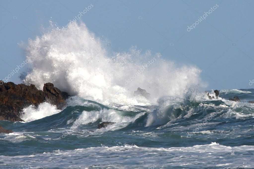 Stormy seas and crashing waves on rocks — Stock Photo #2290546