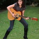 Pretty Outdoor Guitar Woman — Stock Photo
