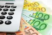 Billets en euros avec calculatrice — Photo