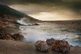 海景观与戏剧性的天空 — 图库照片
