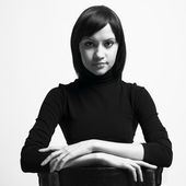 Mujer hermosa chaqueta negra — Foto de Stock