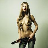 Jonge sensuele vrouw in spijkerbroek — Stockfoto