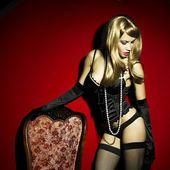 Magnífica mulher jovem no espartilho — Foto Stock