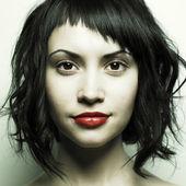 厳格な髪型と美しい女性 — ストック写真