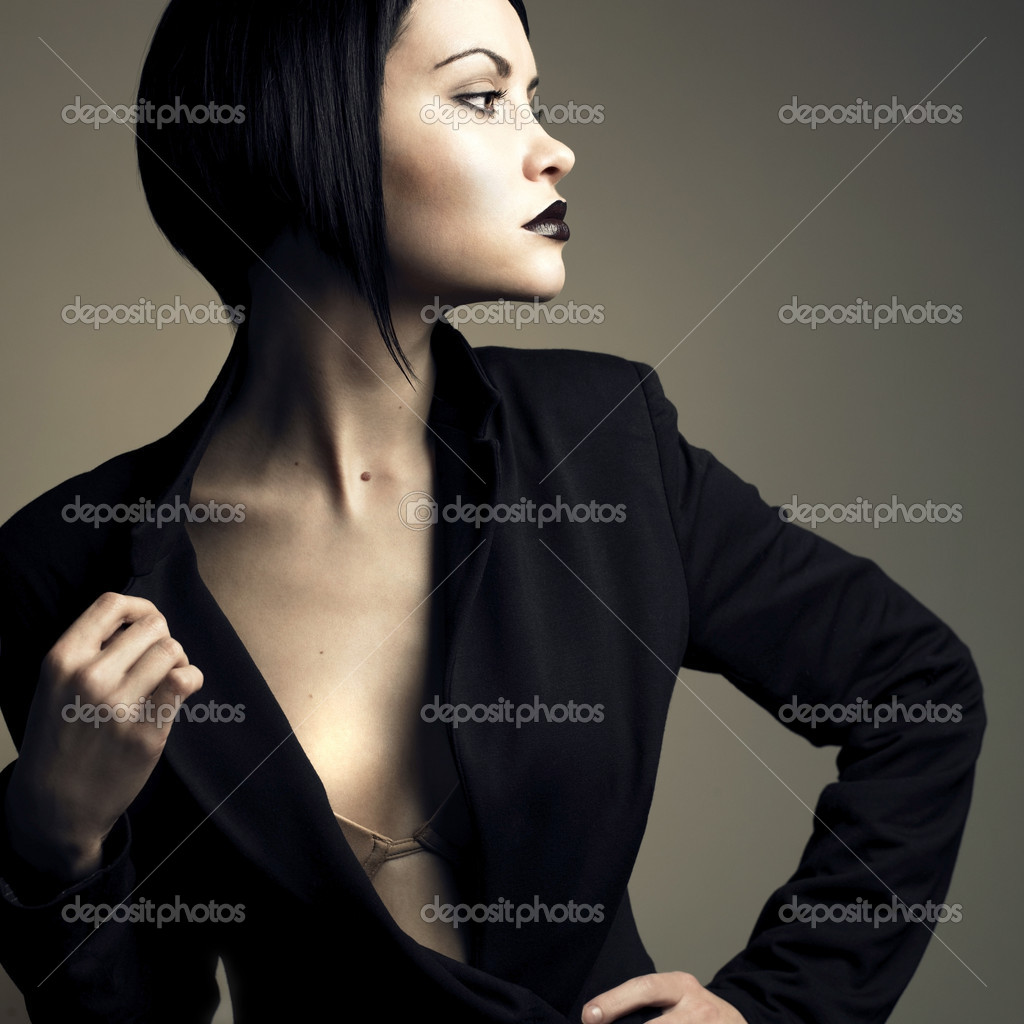 Portrait of beautiful stylish lady. Studio fashion photo — Stock Photo #2321602
