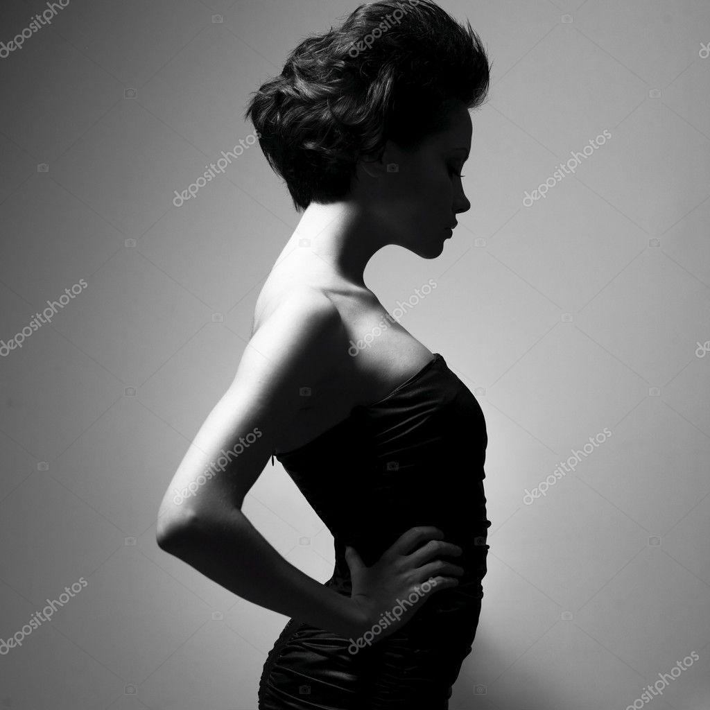 Black and white art photo. Elegant lady with stylish short hairstyle. — Stock Photo #2430189
