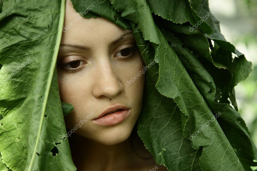 Portrait of young beautiful girl with big leaves on head — Stock Photo #2669428