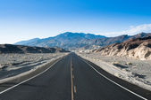 Death valley highway — Stock Photo