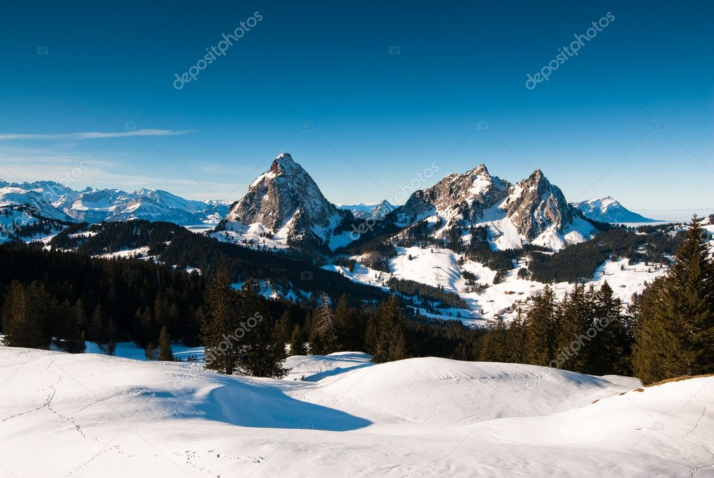 Panoramic view of the mythen mountains (1899m) , view from fruggelenstock, switzerland. — Stock Photo #2345853