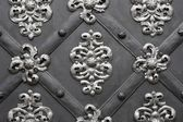 Metallic doord (gate) with floral patter — Stock Photo