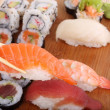 ch, sushis et cuisine japonaise traditionnelle — Photo