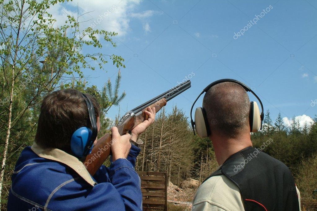 Man shooting clay pigeons being instructed — Stock Photo #2275470